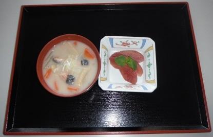 鮭の粕汁と林檎の赤ワイン煮